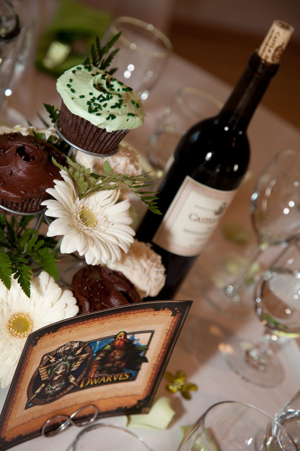 wedding cupcakes & wow table card